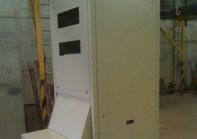 Gabinetes verticales de control de operación